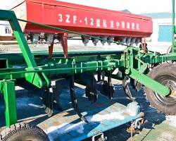 3ZF-12型起垄中耕施肥机